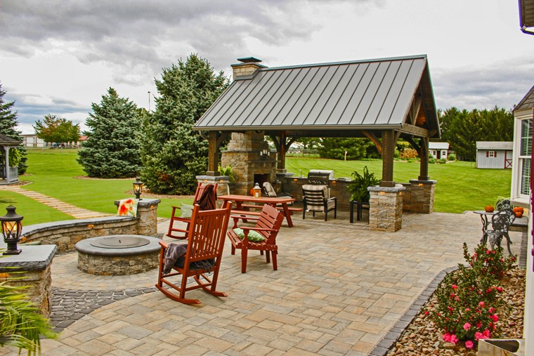 Beautiful Outdoor Kitchen and Patio Design for New Holland PA