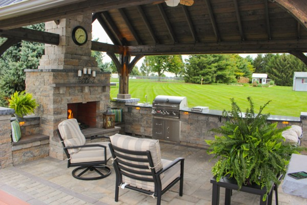 Outdoor Kitchen and Patio Designs
