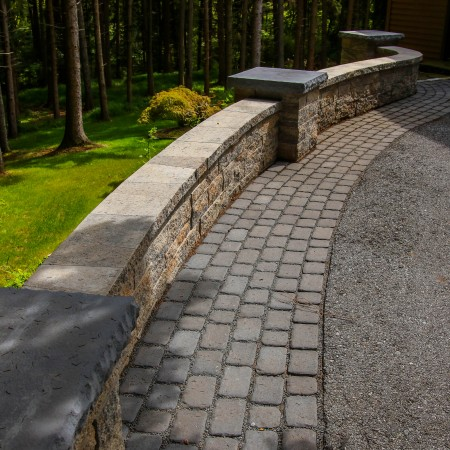 Wall Contractor for a Retaining Wall