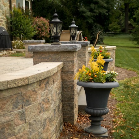 Patio and Retaining Wall Builder with Hardscapes