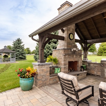 Outdoor Fireplace Builder in PA